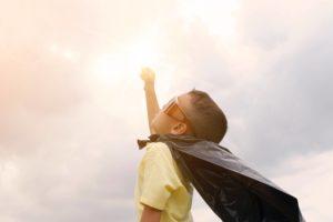 RAGAZZO SUPEREROE VINCE STRESS MINDFULNESS PER EDUCATORI E INSEGNANTI