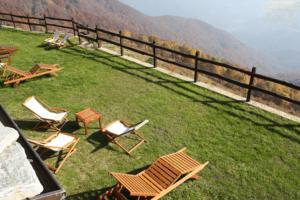 panorama vacanza mindfulness di fine estate all'Alpe Belvedere sedie sdraio meditazione giuseppe reale